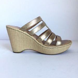 BORN BOC wedge sandal gold & straw, size US 7